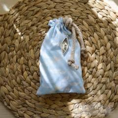 Μπομπονιέρα Βάπτισης σουρωτό πουγκί με μπρελόκ Καραβάκι